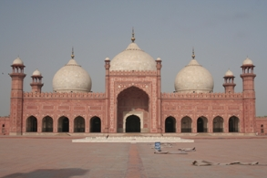 Travel to Lahore,thirteen gates of lahore,lahore forte,lahore travel guide,lahore to dehli