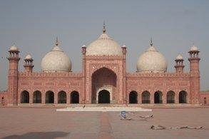 Travel to Lahore,thirteen gates of lahore,lahore forte,lahore travel guide,lahore to dehli